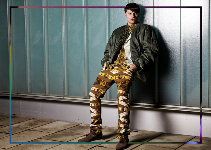 Felix wears a shirt by Versace, sakko by Hackett london, pants by Versace, jacket vintage and shoes by Scarosso
